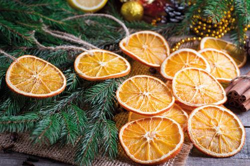 Baumschmuck aus Orangen selber machen