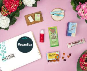 VeganBox_Vegane ÜberraschungsBox_gemischt_vegane Food Produkte_vegane Wellness Produkte_vegane Beauty Produkte_560x457px