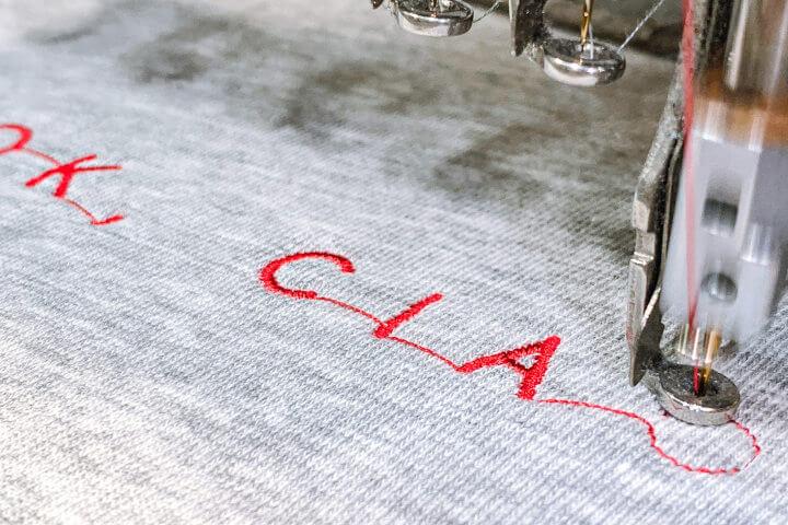 TYPE Store nachhaltige Textilien individualisieren Stick
